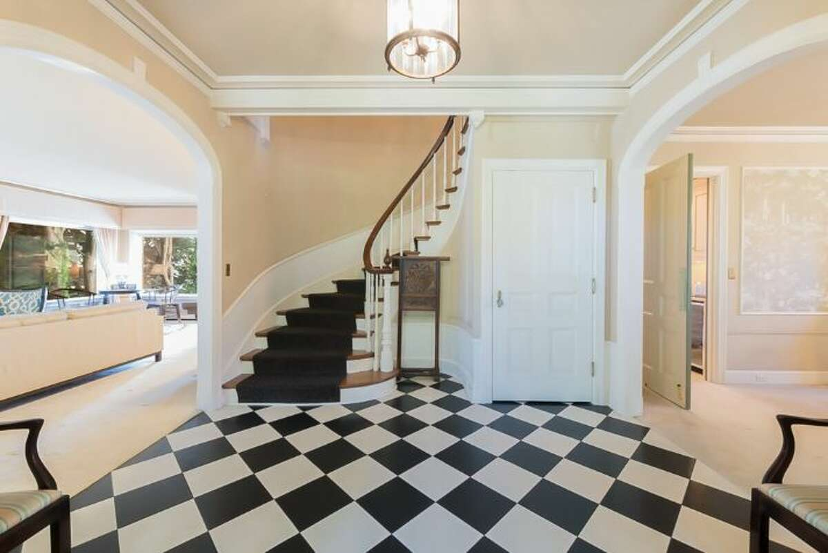 This Queen Anne home features an elegant entryway on its main floor. Nestled along Willard Avenue West, this 5,290-square-foot home offers stunning views of mountains and the sound.