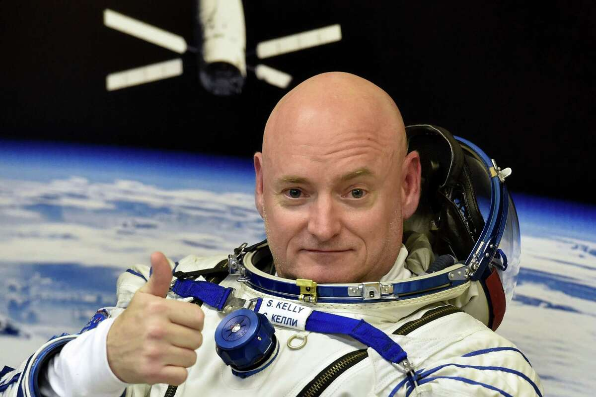 These are the first things Scott Kelly should do once he returns to Earth U.S. astronaut Scott Kelly returns to Earth on March 1 after 340 days in space. We asked readers what they would do after spending that much time away from Earth, and more importantly, Texas.