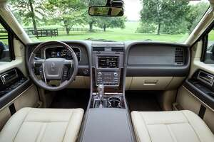 Lincoln Navigator: Powered by EcoBoost turbo engine - Photo