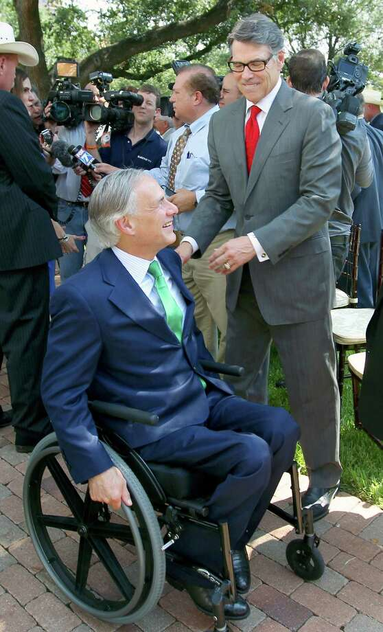 Gov. Greg Abbott speaks with former Gov. Rick Perry after Wednesday's medal presentation ceremony in Austin. Photo: William Luther /San Antonio Express-News / © 2015 San Antonio Express-News