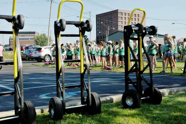 Members of the Albany College of Pharmacy and Health Sciences orientation committee wait for another vehicle to pull in to help unload as first year students moved into their residence halls on Wednesday, Aug. 26, 2015 in Albany, N.Y.  All other students will move in on Thursday.  (Paul Buckowski / Times Union) Photo: PAUL BUCKOWSKI / 00033111A