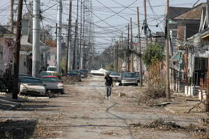 Katrina: Seeking signs of life amid death in New Orleans - Photo