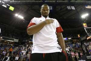 Chuck Hayes passes on Rockets' offer - Photo