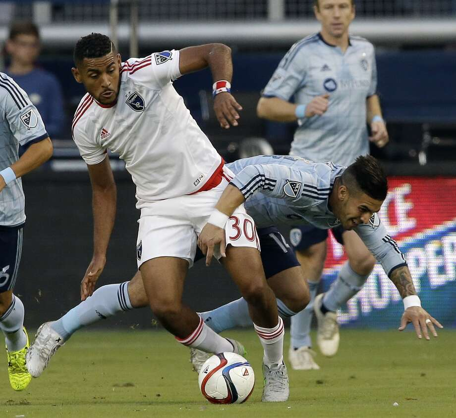 Anibal Godoy, left, was acquired earlier this month and has scored once in his first three games for the Earthquakes. Photo: Orlin Wagner, Associated Press