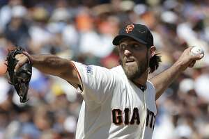 Bumgarner ushers Giants to rout of Cubs - Photo