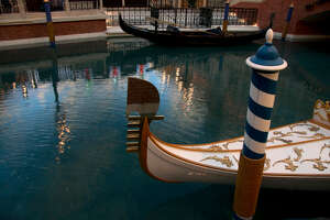 2 rescued from The Venetian hotel-casino's canal - Photo