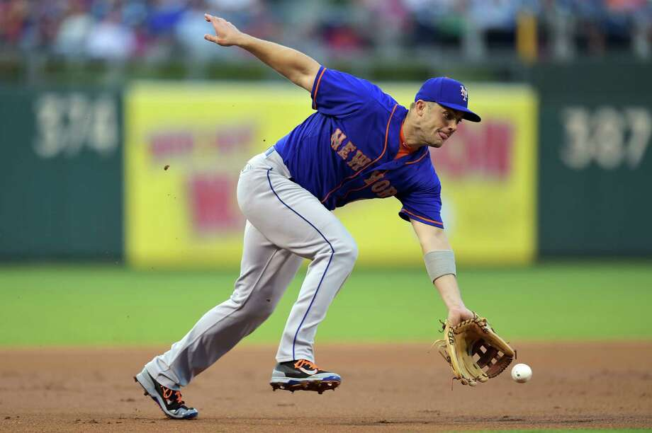 PHILADELPHIA, PA - AUGUST 27: David Wright #5 of the New York Mets charges a ground ball in the first inning against the Philadelphia Phillies at Citizens Bank Park on August 27, 2015 in Philadelphia, Pennsylvania.(Photo by Drew Hallowell/Getty Images) ORG XMIT: 538592775 Photo: Drew Hallowell / 2015 Getty Images