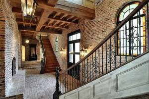 New Orleans-style homes are on the market in Texas - Photo