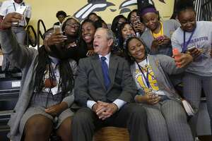 Bush returns to New Orleans 10 years after Hurricane Katrina - Photo