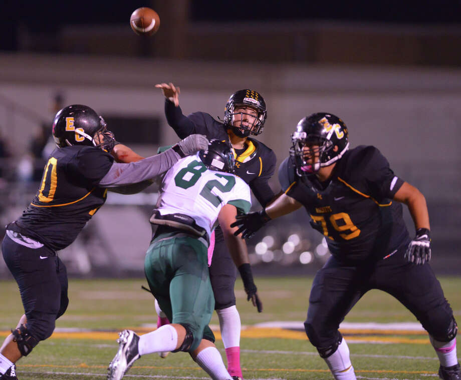 East Central's Justin Upshaw Mendoza throws a pass versus Southwest Friday night. The Hornets are coming off a 6-5 season in 2014 and hope to top that in 2015. Photo: Robin Jerstad / For The Express-News / Robin Jerstad