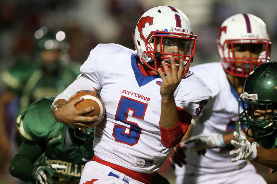 Jefferson's Jesse Flores (5) picks up yardage during the first half of a game with McCollum at Harlandale Memorial Stadium in 2014. In that game, Flores scored four touchdowns to help Jefferson beat the Cowboys 41-14. Photo: Marvin Pfeiffer / E-N Communities / Express-News 2014