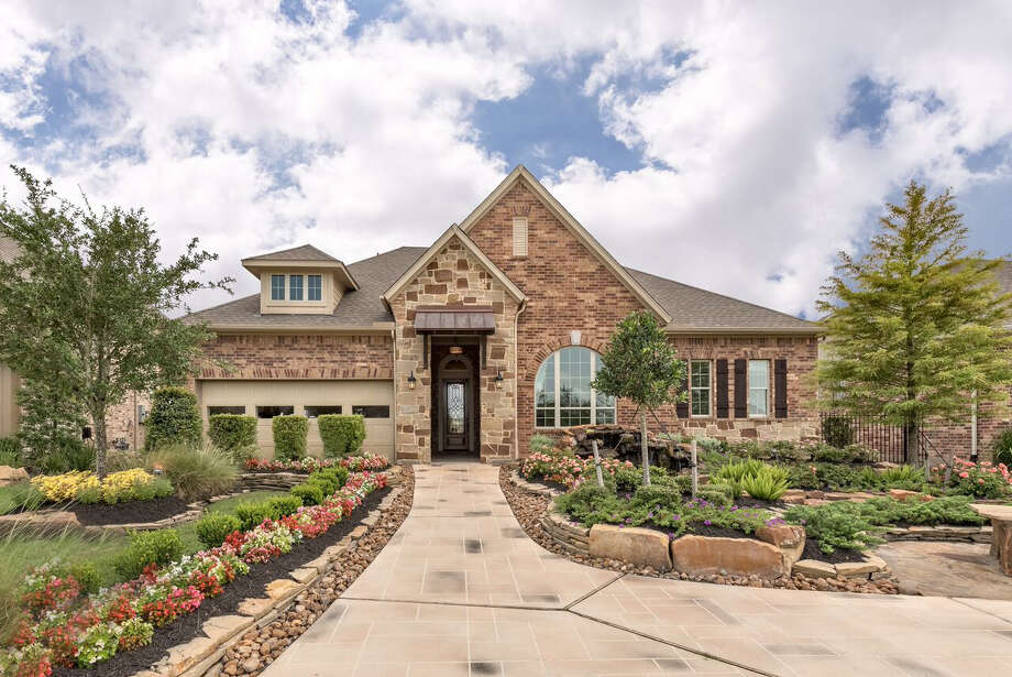 David Weekley's homes in Cinco Ranch feature the latest energy-efficient building techniques, while maintaining an open-concept design with ample space for entertaining.