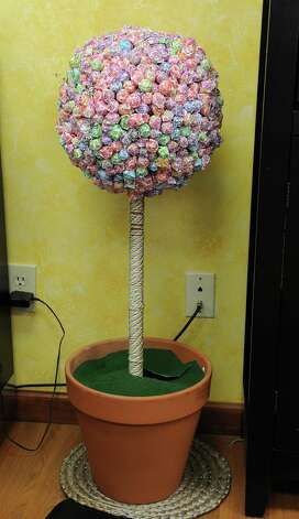 A lollipop tree in the business Miracles on Lice on Tuesday, Aug. 25, 2015 in Ballston Lake, N.Y. The business removes lice eggs from peoples' hair strand-by-strand. (Lori Van Buren / Times Union) Photo: Lori Van Buren / 00033116A