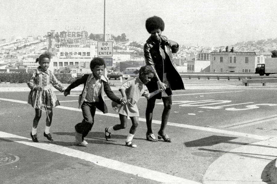 San Francisco kindergartners cross the street on their first day of school in September 1971. Photo: Peter Breinig / Peter Breinig / The Chronicle 1971 / ONLINE_YES