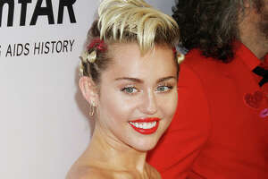 Miley Cyrus comes out as pansexual, drops hints about the VMAs - Photo