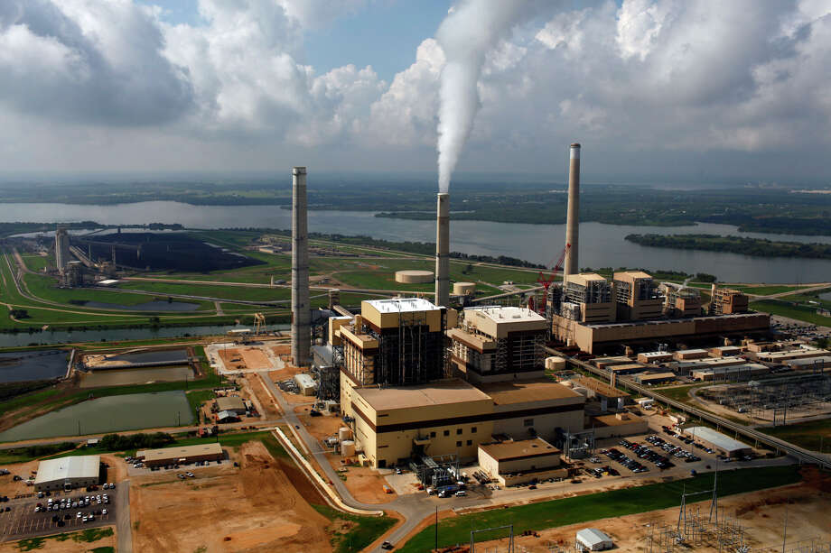 CPS Energy's coal plants Spruce 2, left, Spruce 1, center, and Deely are seen on Calaveras Lake. CPS Energy anticipated federal rules to reduce carbon emissions and is retiring Deely, its oldest coal-fired plant, early. Photo: Express-News File Photo / SAN ANTONIO EXPRESS-NEWS