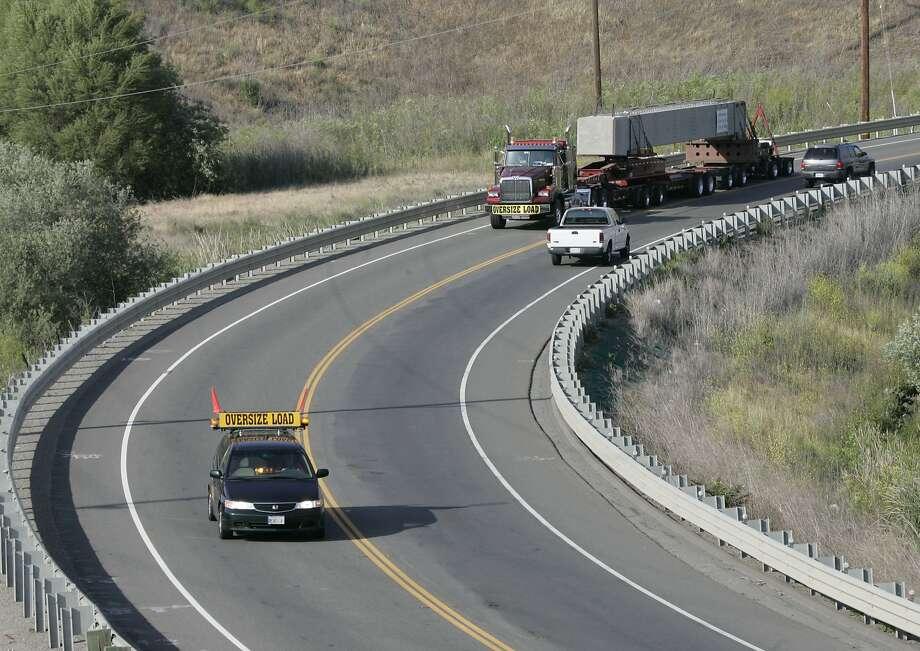 Vehicles travel along Altamont Pass Road near Livermore. Photo: Michael Maloney, SFC