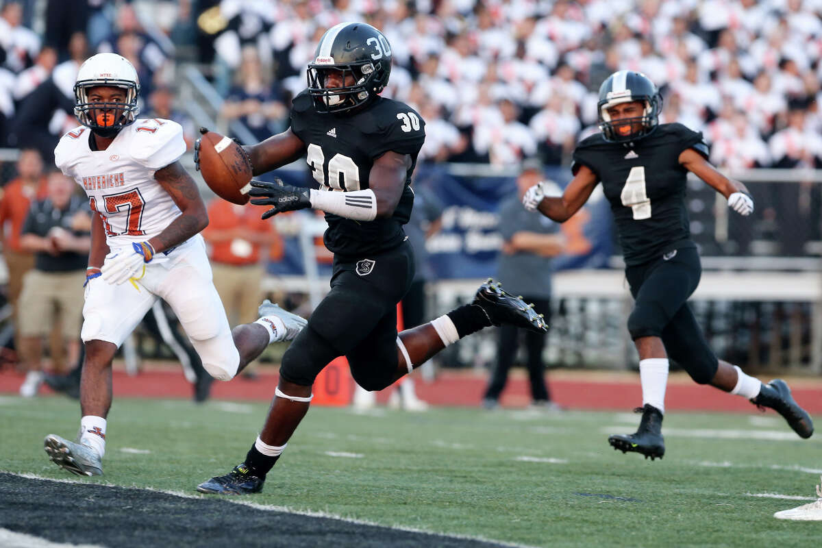 Steele's Travell Lumpkin (30) scores on a 14-yard run to open the scoring during the first quarter of their season-opening game with Madison at Lehnoff Stadium on Friday, Aug. 28, 2015. MARVIN PFEIFFER/ mpfeiffer@express-news.net