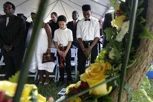 Gulf residents mark 10-year anniversary of Hurricane Katrina - Photo