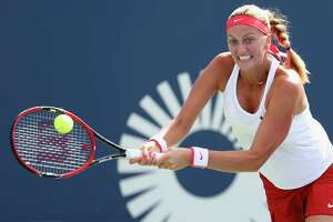 Kvitova defends her Connecticut Open title, beats Safarova in three sets - Photo