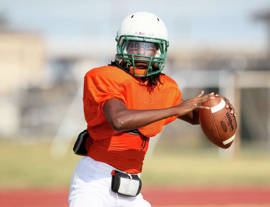 Sam Houston quarterback Raymonte Prime looks for a receiver during a practice session at the school on Tuesday, August 18, 2015. Photo: Marvin Pfeiffer /San Antonio Express-News / Express-News 2015