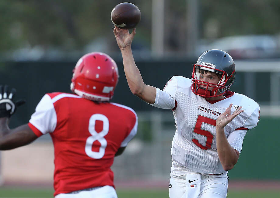 Lee quarterback Kyle Fuller throws over Aadil Moultrie as Taft hosts Lee at Farris Stadium on Aug. 29, 2015. Photo: Tom Reel /San Antonio Express-News / San Antonio Express-News