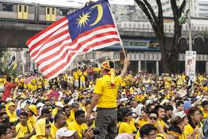 Malaysia's prime minister denounces protests - Photo