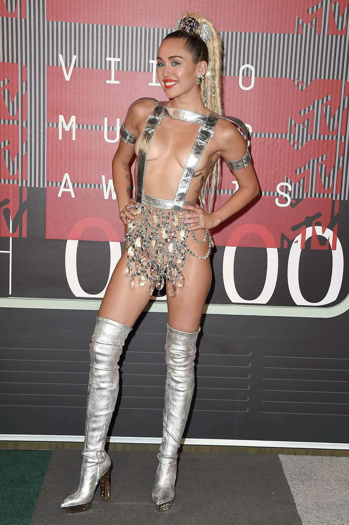 Singer Miley Cyrus attends the 2015 MTV Video Music Awards at Microsoft Theater on August 30, 2015 in Los Angeles, California. (Photo by Steve Granitz/WireImage)