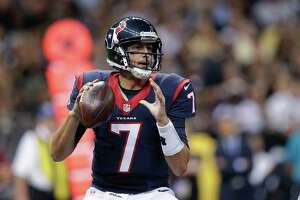 Texans cruise to victory over Saints - Photo