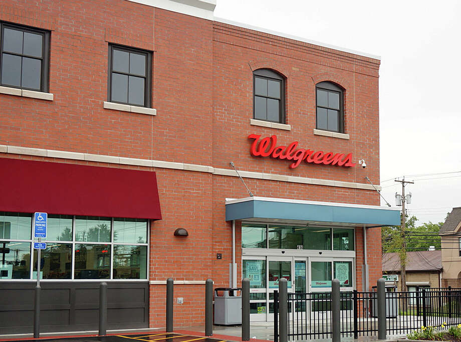 A new 24-hour Walgreen's has opened at the corner of Kings Highway and Jennings Road, replacing an older store on Villa Avenue. Photo: Genevieve Reilly / Fairfield Citizen / Fairfield Citizen