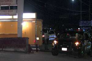 SAPD searching for suspects in taco truck robbery - Photo