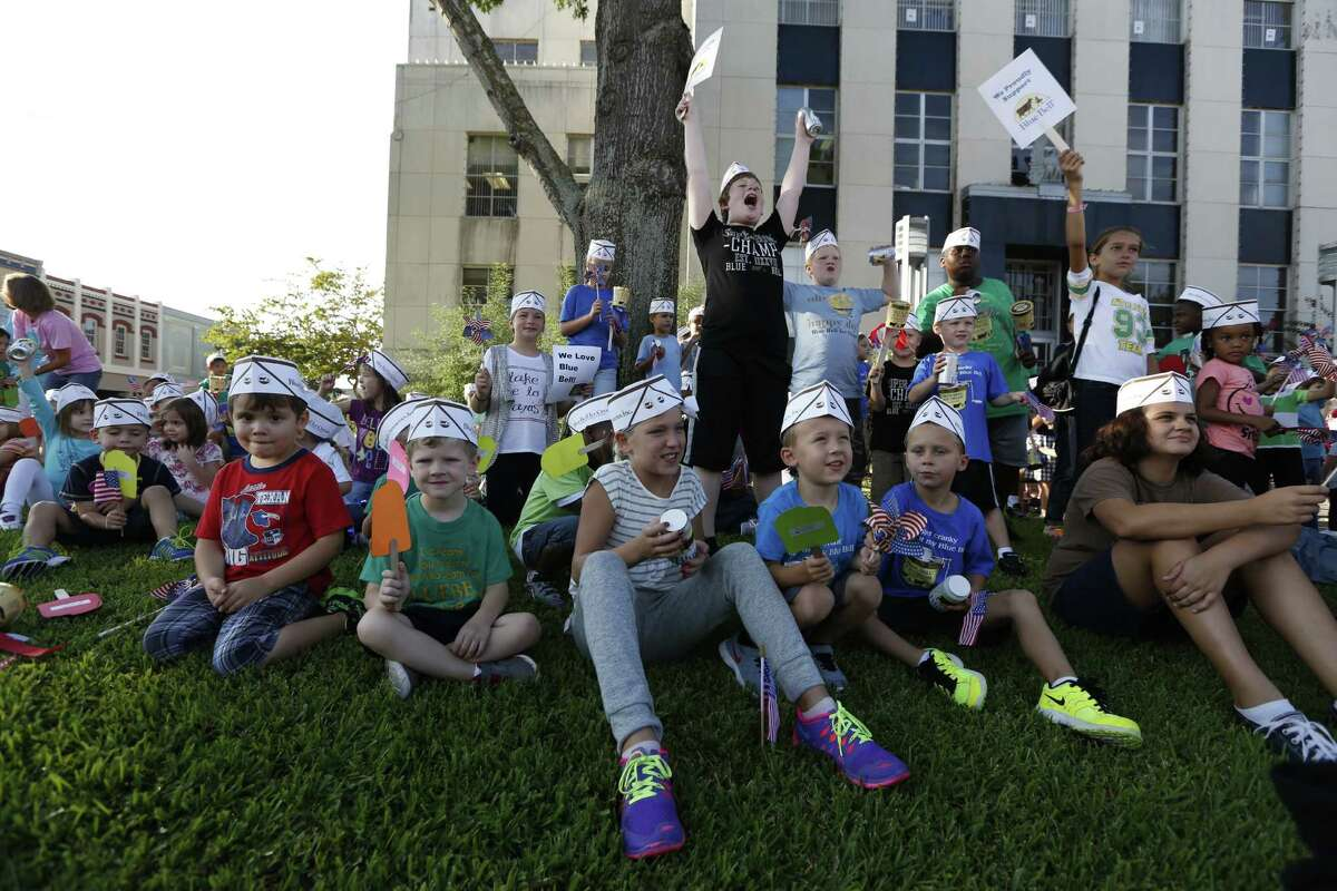 Children from First Baptist Church School cheered on the tow square Monday, Aug. 31, 2015, in Brenham.