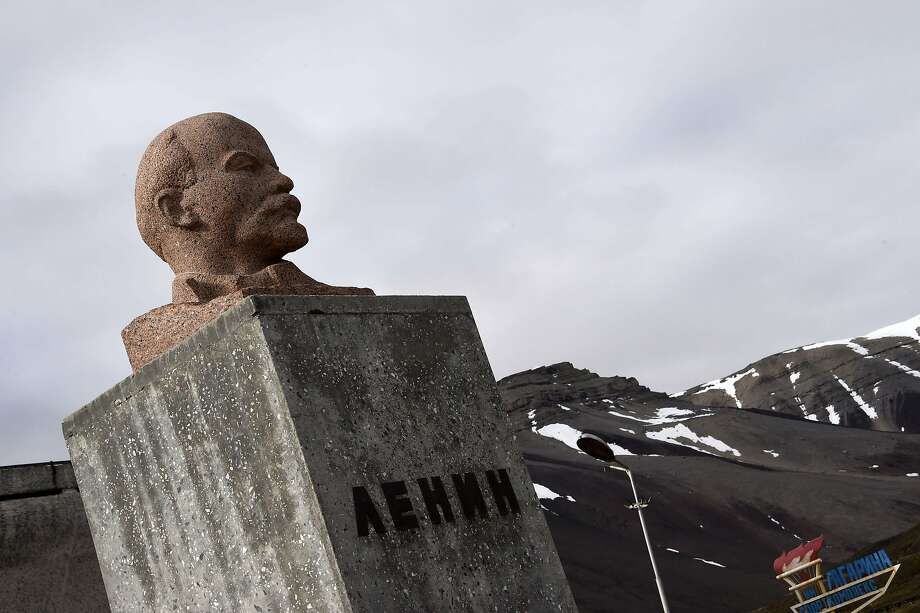 A bust of Vladimir Lenin in the old Russian mining settlement Pyramid en, on the Norwegian Arctic Svalbard archipel ago. Photo: Dominique Faget, AFP / Getty Images