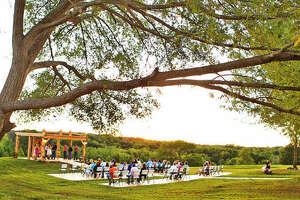Only in Texas, gun range doubles as wedding venue - Photo
