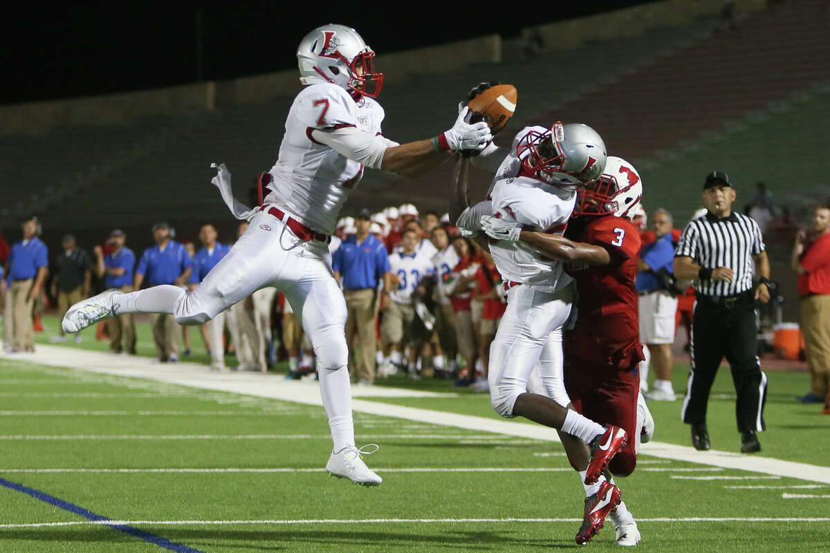 Lee cornerback Mohamed Barow (left) fights for position to intercept a pass against Jefferson's Drew Lopez in 2014.