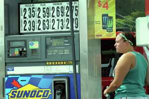 Labor Day gas prices lowest in a decade - Photo