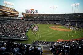 Oakland Raiders play Arizona Cardinals in preseason game at O.co Coliseum in Oakland, Calif., on Sunday, Aug. 30, 2015.