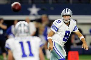 'Quirky' eye condition doesn't faze Romo - Photo