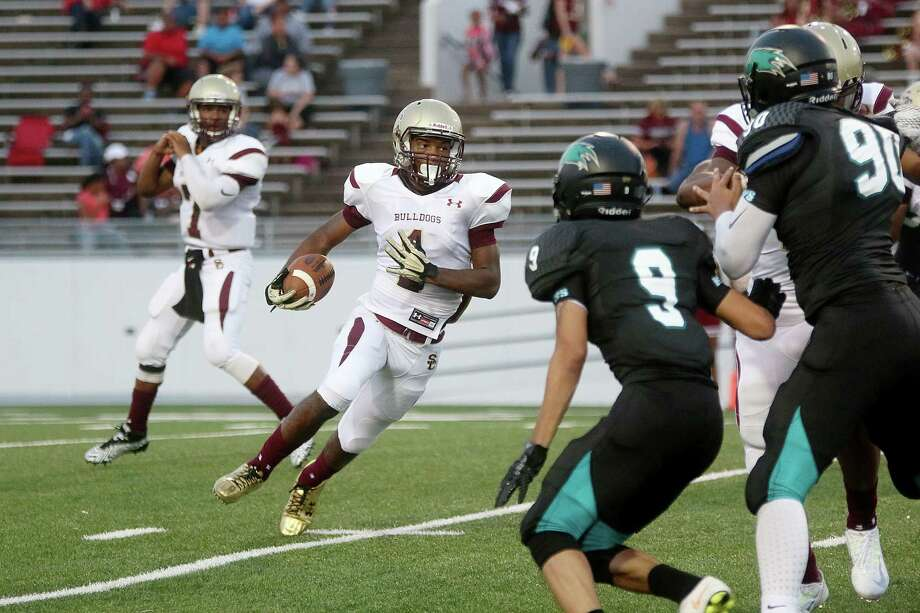 Summer Creek's Deon Cormier finds a hole in the Pasadena defense. Photo: Pin Lim, Freelance / Copyright Forest Photography, 2015.