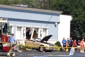 Car hits Schenectady diner, several injured - Photo