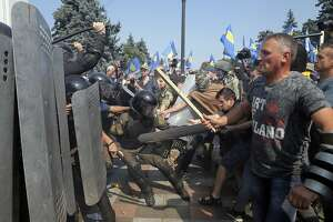 Ukraine's parliament shows cracks over devolving powers - Photo