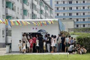 Street stalls show change in North Korean economy - Photo
