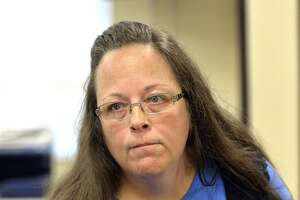 Federal judge orders Kentucky clerk and her staff to court - Photo