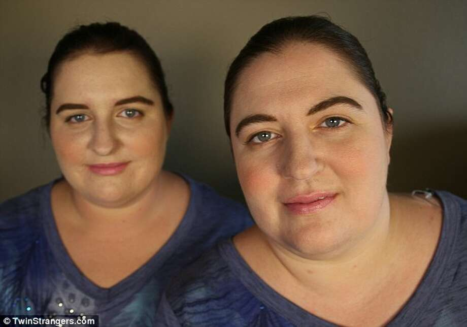 Jennifer (right), 33, from Spring, Texas and her lookalike Ambra (left) , 23, from Fayetteville, North Carolina. Photo: TwinStrangers.com