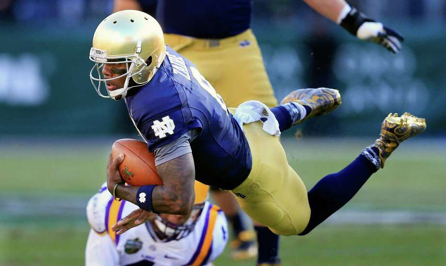 Notre Dame quarterback Malik Zaire is tripped up by LSU linebacker Kwon Alexander in the first half of the Music City Bowl on Dec. 30, 2014, in Nashville, Tenn. Photo: Mark Humphrey /Associated Press / AP