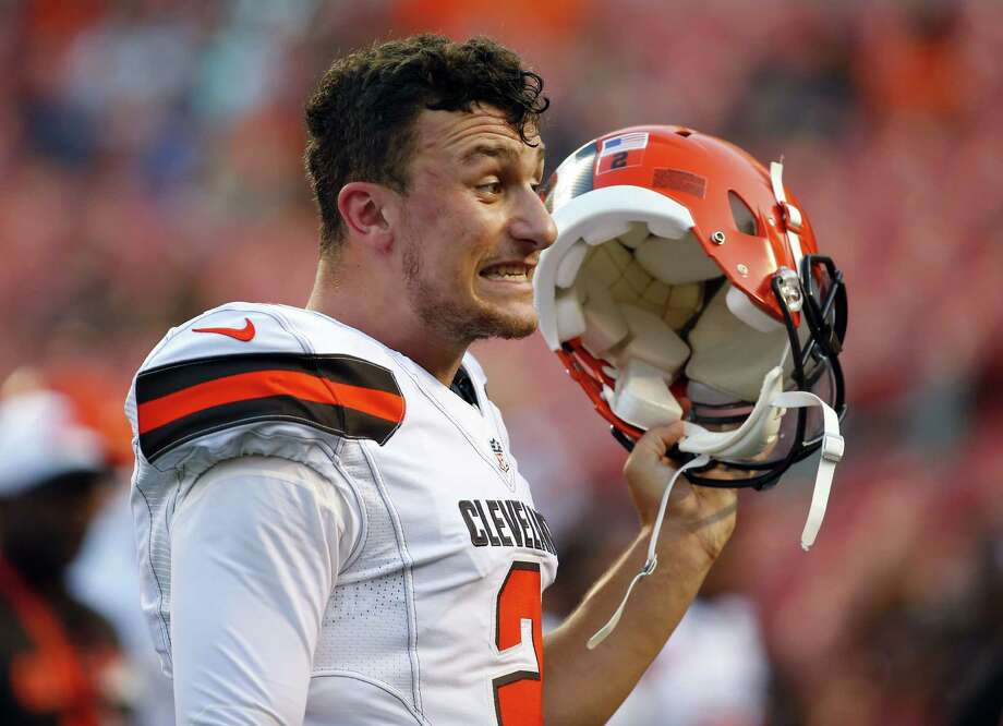 Cleveland Browns quarterback Johnny Manziel (2) yells at teammates during an NFL game at FirstEnergy Stadium in Cleveland on Thursday, Aug. 13, 2015. (Jeff Haynes/AP Images for Panini) Photo: Jeff Haynes, Associated Press / FR171008 AP