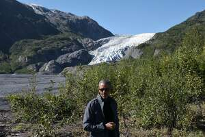 Obama visits receding glacier in Alaska to highlight climate change - Photo