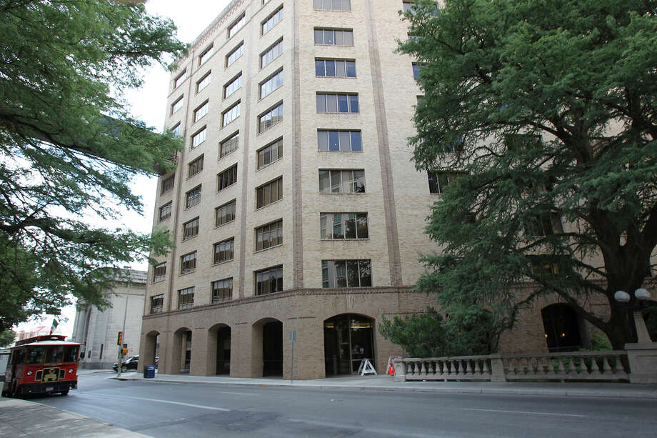 CPS Energy, at 145 Navarro St., has chosen three design-build groups to help it decide whether to build a new company headquarters or renovate its existing building or another building. Photo: Tom Reel /San Antonio Express-News