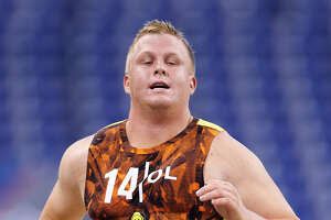 The right guard? 49ers name unheralded Devey starter - Photo