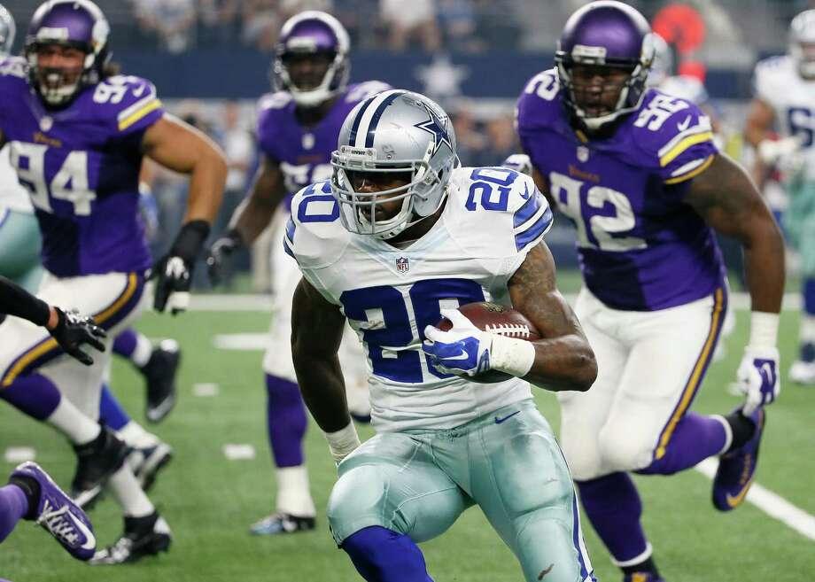 Dallas Cowboys' Darren McFadden (20) evades pressure from Minnesota Vikings' Tom Johnson (92) during a preseason game Saturday, Aug. 29, 2015, in Arlington. Photo: Tony Gutierrez /Associated Press / AP